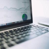 Monitorowanie ruchu na stronie – więcej niż Google Analytics